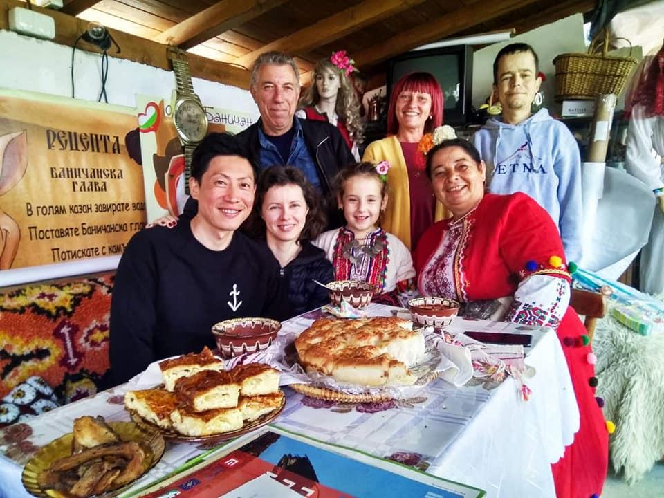 Кулинарните майсторки от Баничан показват как се прави прочутата Огледна баница и коледното ястие Какач на 7 декември в София